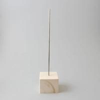 Standaard houten blokje met metalen pin 30cm